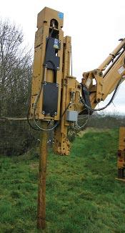 BSP BH120 забивает деревянные сваи